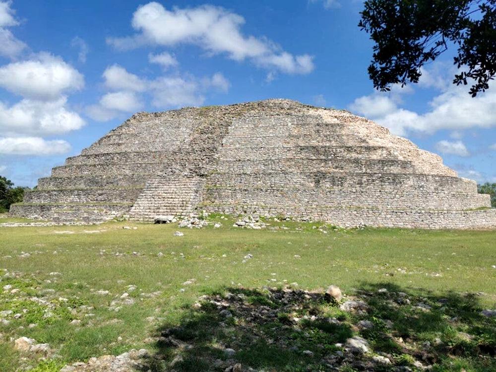 Piramide maya en Izamal