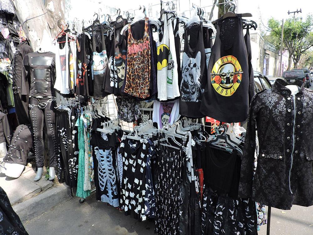Puesto de ropa en El Chopo